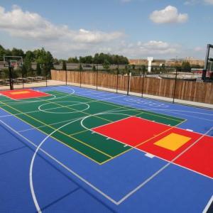 Pintura de piso de quadra poliesportiva